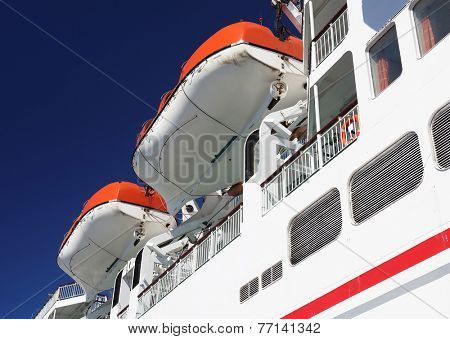 Life boat handling gear - winch of cruise ship