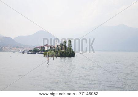 Isola Dei Pescatori on a misty day