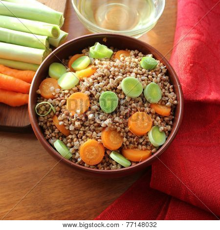 Buckwheat porridge with carrot and leek