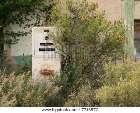 ABANDONED ANTIQUE GAS PUMP