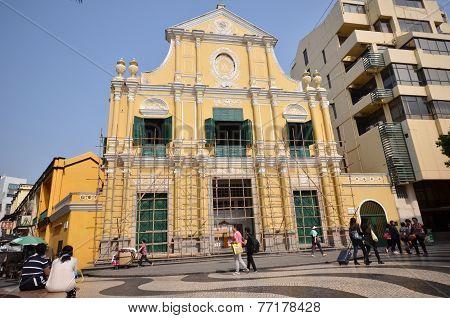 Tourists Visit Historical Buildings Surround The Leal Senado Squarein Macau