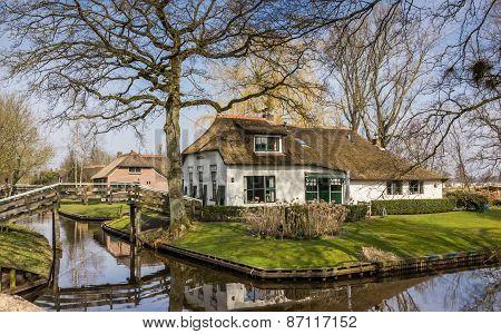 Old White Farm In Historical Village Giethoorn