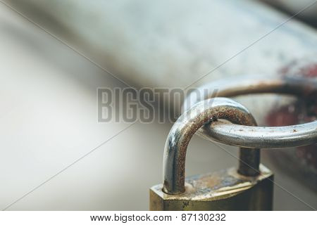 Lock Hang On Round Steel