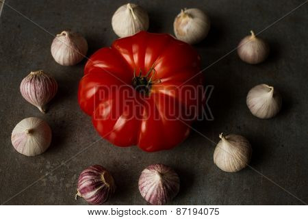 tomato with garlic and gray background
