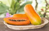 foto of pawpaw  - Papaya fruit is placed in the tray - JPG
