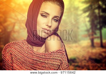 Fashion woman in autumn forest