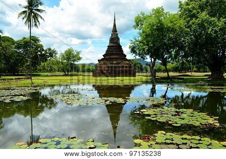 Stupa reflection (Sukhothai, Thailand)