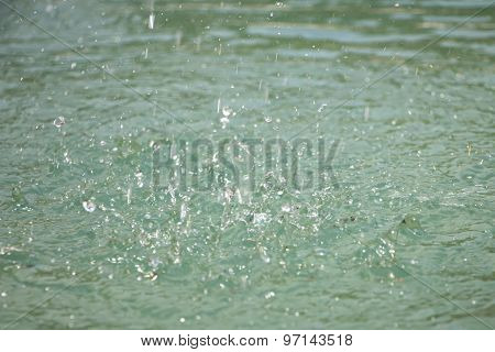 Image small splashes on turquoise water surface