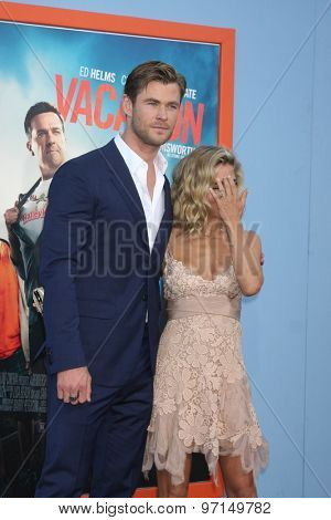 LOS ANGELES - JUL 27:  Chris Hemsworth, Elsa Pataky at the