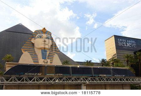 A Mandalay Bay - Luxor - Excalibur Monorail Tram