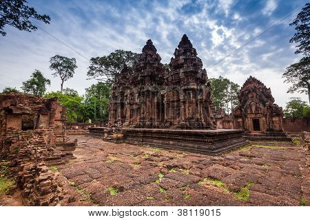 Banteay Srei (The Pink Temple)