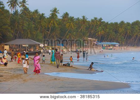 Middle Class Indian Tourists Goa Beaches Crowded