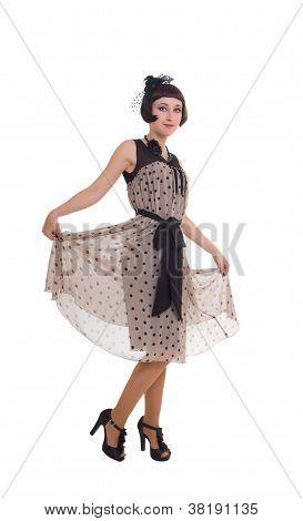 Mulher em Retro estilo vestido fazendo uma reverência