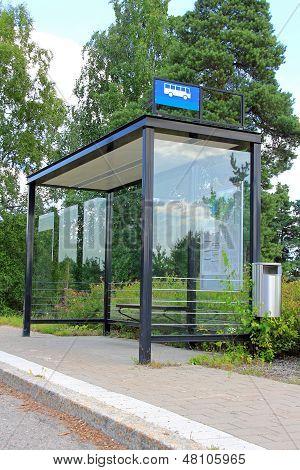 Abrigo de la parada de autobús urbano