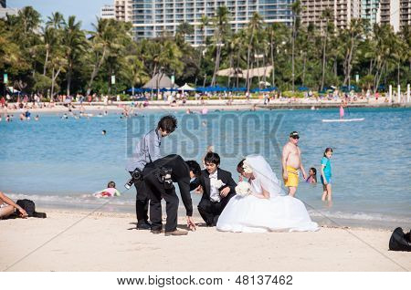 Waikiki newlyweds