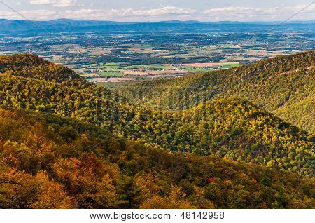View Of The Appalachian Mountains And Shenandoah Valley From Blackrock Summit, Along The Appalachian