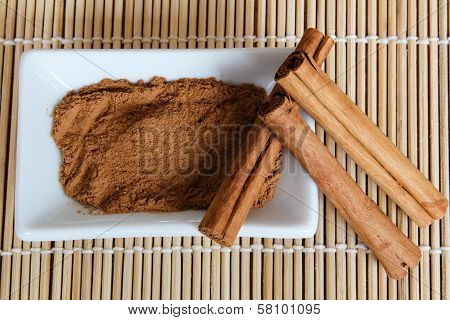 Organic cinnamon powder and sticks