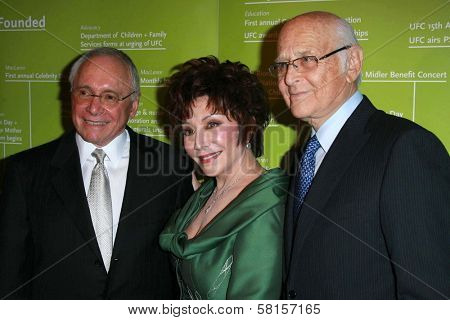 Stewart Resnick with Lynda Resnick and Norman Lear at the UFC'S 2007 Brass Ring Awards Dinner honoring Lynda and Stewart Resnick and Linda Daly. Beverly Hilton Hotel, Beverly Hills, CA. 04-19-07