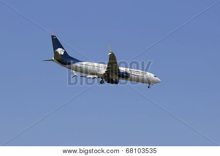 AeroMexico Boeing 737 in New York sky before landing at JFK Airport