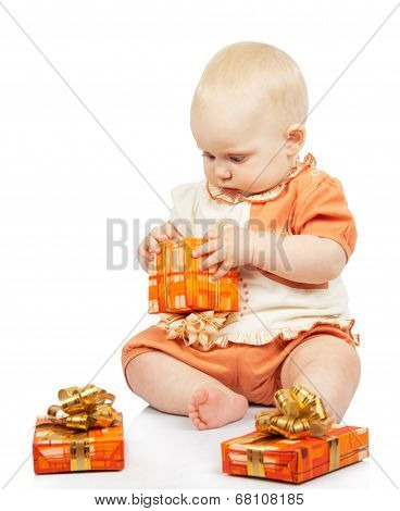 Concentrated baby develops christmas gift