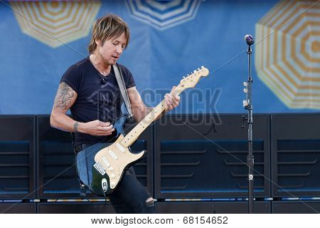 NEW YORK - JUL 11: Keith Urban performs on ABC's