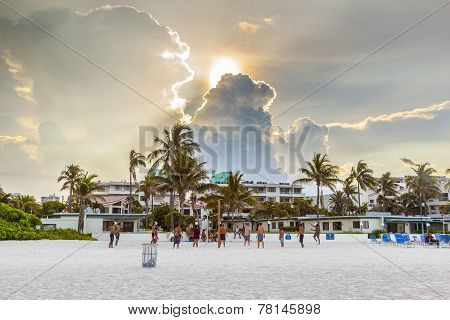 People Enjoy Playing Volleyball Im Miami