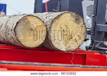Sawing boards from logs