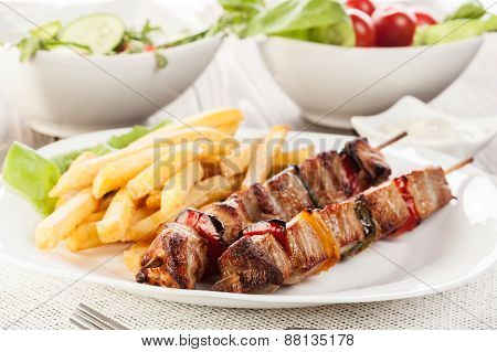 Grilled Shashlik With Chips