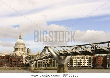 St. Pauls Cathedral and Millennium Bridge