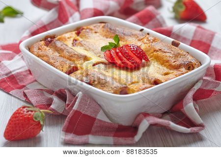Strawberry crepes roll baked in cheesecake