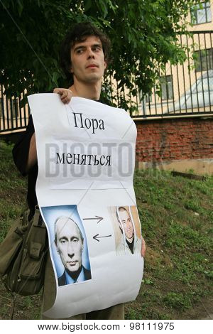 Political Activist Roman Dobrokhotov To Protest In Support Of Khodorkovsky