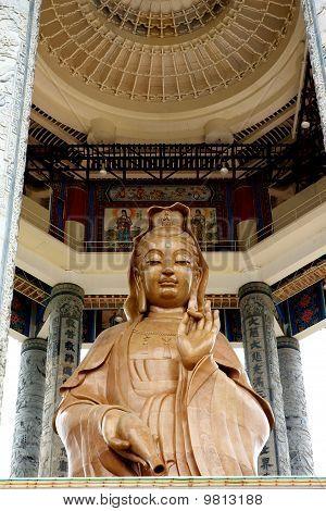 Estatua de Kuan Yin en Kek Lok Si Temp; e