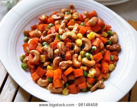 Chinese cooking fry cashews