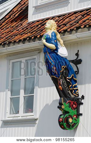 Exterior of the ship figurehead attached to the facade of a house in Frogn, Norway.