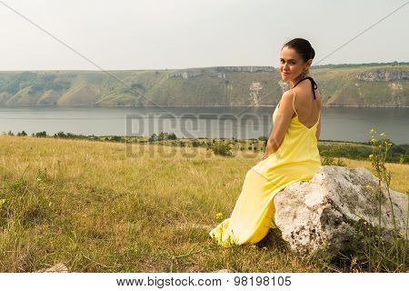 Beautiful girl enjoying the beautiful scenery.