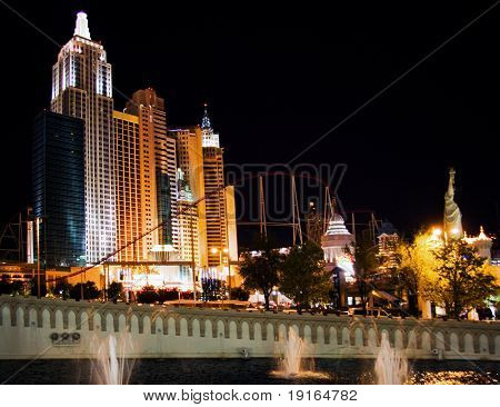 LAS VEGAS - MAY 3: Traffic moves past the New York, New York Hotel & Casino on May 3, 2007 in Las Vegas. The hotel opened on January 3, 1997 as a joint venture of MGM and Primadonna Resorts.