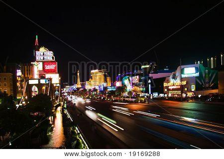 LAS VEGAS - 2 de mayo: Vista nocturna del Boulevard Las Vegas, The Strip en 02 de mayo de 2007. O Hoteles y casinos