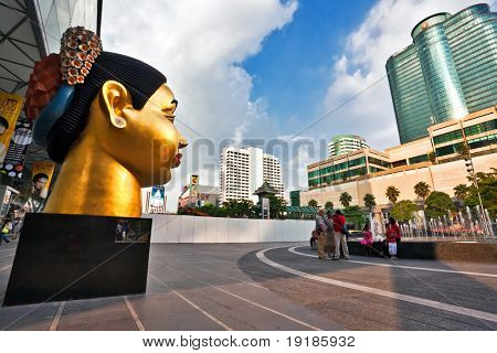 BANGKOK - NOVEMBER 25:A beautiful square in front of Central world Plaza before confront the red shirts with government troops on 25 November 2009. After a standoff Cental World Plaza was destroyed.