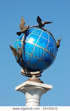 Globus (Globe) monument in Kiev, Ukraine. Located on Independence Square (Maidan Nezalezhnosti).