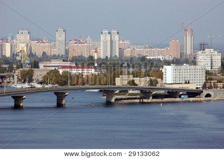 Vista panorámica del distrito de Kiev. Ucrania