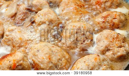 Fried Meatballs In Mushroom Sauce