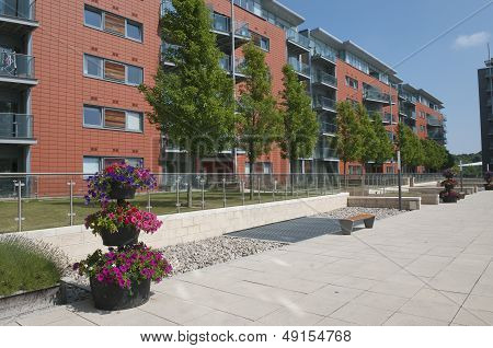 Modrn Apartments Building Uk