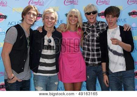LOS ANGELES - AUG 11:  Ross Lynch, B5 Band at the 2013 Teen Choice Awards at the Gibson Ampitheater Universal on August 11, 2013 in Los Angeles, CA