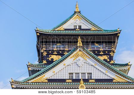 Osaka Castle with Blue Sky in Autumn