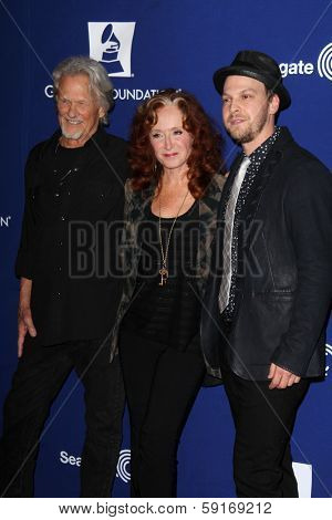 LOS ANGELES - JAN 23:  Kris Kristofferson, Bonnie Raitt, Gavin DeGraw at the