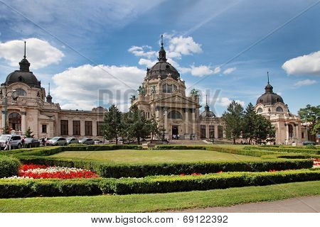 The famous Szechenyi (Szechenyi) thermal Baths spa