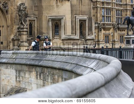 London Two Policemen Front Of Westminster Palace