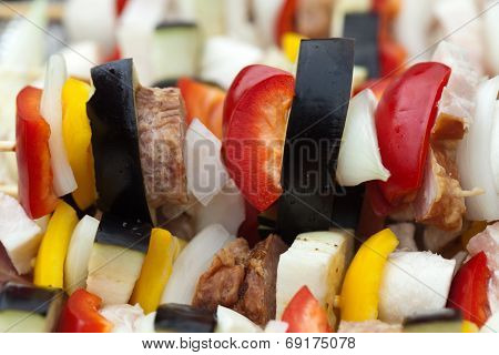 Close up of grilled chicken and colorful vegetable shashliks