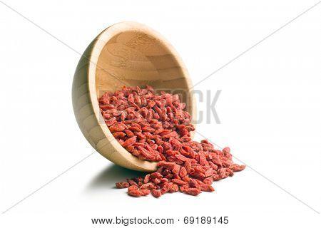 dried goji berries in bowl