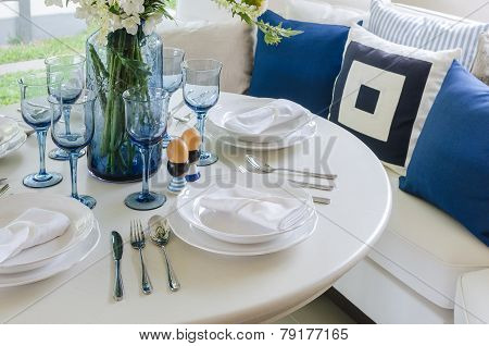 Dinning Room With White Round Table